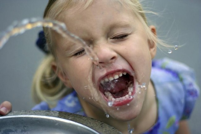 Kid-Drinking-Water